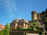gite Camps Saint Mathurin Léobazel House Au pied du château
