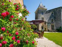 gite Angoulême Château médiéval proche de la Dordogne