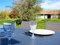 Appart Hotel Maussane les Alpilles Appart Hotel Appartement wifi, piscine, spa, clim, +vélo à Arles en Camargue pour 6 pers