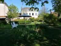Chambre d'Hôtes Mareau aux Bois une maison à la campagne