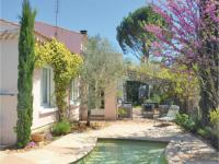 gite Paradou Four-Bedroom Holiday Home in Villeneuve-Les-Avignon
