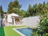 gite Avignon Four-Bedroom Holiday Home in Les Angles