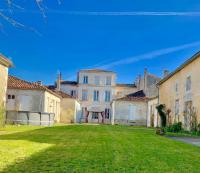 gite Gondeville THE PAINTED HOUSE  AUTHENTIC CHATEAUNEUF