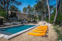 gite Le Puy Sainte Réparade Roussillon : stunning view and pool