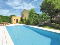 gite Avignon Three-Bedroom Holiday Home in Caderousse
