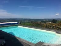Chambre d'Hôtes Uzerche Maison avec piscine et vue panoramique