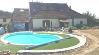 Location de vacances Les Bordes Location de Vacances La piscine au rosiers