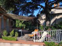 gite Saint Didier Maison de ville aux couleurs provençales.
