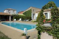 Location de vacances Montblanc Location de Vacances Bessan Villa Sleeps 6 Pool