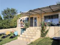 gite Bésignan Three-Bedroom Holiday Home in Malaucene