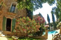 Location de vacances Montblanc Location de Vacances Montblanc Villa Sleeps 13 Pool