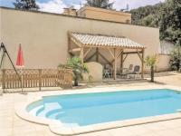 gite Flaux Six-Bedroom Holiday Home in Bagnols-sur-Ceze