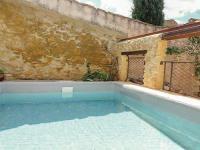 gite Tarascon Three-Bedroom Holiday Home in Saint-Victor-la-Coste