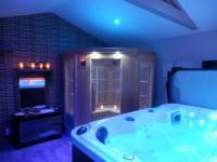 Chambre d'Hôtes La Barben Suite luxe avec sauna et jacuzzi privée