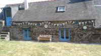 Gîte Locarn Charming Breton gite with swimming pool