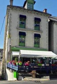 Hôtel Anzat le Luguet Logis Hôtel Le Relais Des Remparts