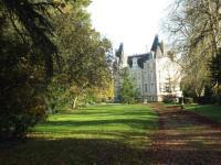 gite Châteauneuf sur Sarthe Chateau de l'Oseraie