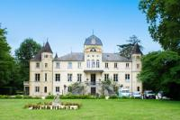 Gîte Nièvre Gîte Varennes-les-Nevers Chateau Sleeps 16 Pool WiFi