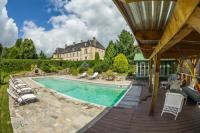 gite Giat Saint-Martial-de-Valette Chateau Sleeps 10 Pool