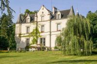 Gîte Indre et Loire Gîte Perrusson Chateau Sleeps 13 Pool WiFi