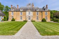 gite Rougé Poligne Chateau Sleeps 13 Pool WiFi