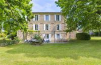 gite Saint Martin du Bois Saint-Emilion Chateau Sleeps 16 Pool WiFi