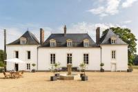 gite Maigné Saint-Jean-du-Bois Chateau Sleeps 15 Pool WiFi