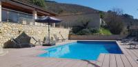 gite Ailhon Grande maison, piscine chauffée,jacuzzi 6p
