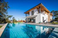 Villa Bayonne Beautiful Architect Villa with Pool and Golf view in Anglet