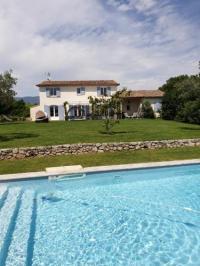 gite Aix en Provence Villa vue imprenable sur château