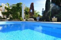 Villa Arles Magnifique villa l'Ibis pour 8 personnes, piscine, clim,parc et parking