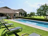 gite Saint Quentin de Caplong Baleyssagues Villa Sleeps 10 Pool WiFi