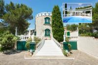 gite Arles Beaucaire Villa Sleeps 15 Pool WiFi