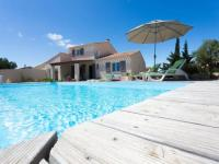 gite Cesseras Luxurious Villa in Beaufort with Swimming Pool