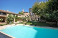 gite Saint Rémy de Provence Cabrieres-d'Avignon Villa Sleeps 12 Pool WiFi