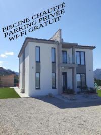 gite Calvi Belle villa 165 m², climatisée , piscine chauffée