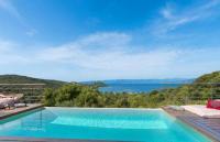 gite Coti Chiavari Campo Moro Villa Sleeps 6 Pool Air Con WiFi