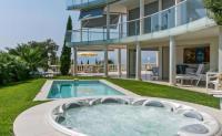 gite Nice Cannes Villa Sleeps 8 Pool Air Con WiFi