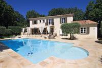 gite Saint Rémy de Provence Chateauneuf-de-Gadagne Villa Sleeps 10 Pool