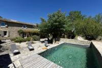 gite Aureille Coustellet Villa Sleeps 6 Pool WiFi