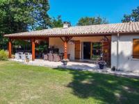 gite Lésignac Durand Vintage Villa in ecuras near the Lake
