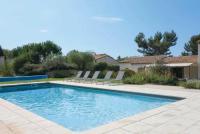 gite Arles Eygalieres Villa Sleeps 10 Air Con WiFi