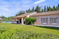 gite Pélissanne Eygalieres Villa Sleeps 8 with Pool Air Con and WiFi