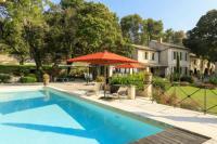 gite Mouriès Fontvieille Villa Sleeps 16 Pool Air Con WiFi