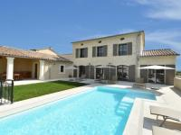 gite Flaux Luxurious Villa in Uzes with Private Swimming Pool