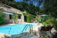 gite Le Thor Goult Villa Sleeps 6 Pool WiFi