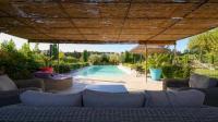gite Arles Grande villa avec piscine privative entre St Remy de Provence et Avignon