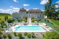 gite Saint Jean d'Eyraud La Calevie Villa Sleeps 14 Pool WiFi