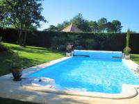 gite Lanton maison moderne avec piscine et jardin paysagé
