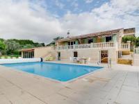 gite Roquemaure Simplistic Villa in Lagarde-Paréol with Swimming Pool
